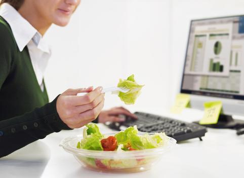 Чем питаться в офисе зимой, чтобы не располнеть