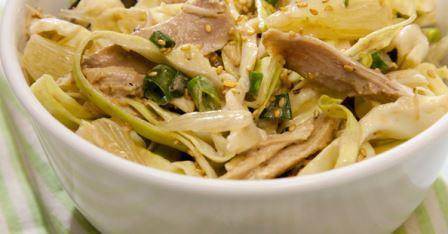 Салат из курицы с капустой и памело
